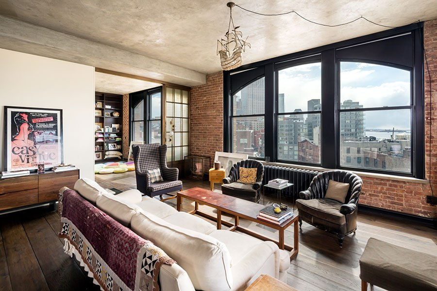 item5.rendition.slideshowHorizontal.kirsten-dunst-soho-apartment-06-living-area