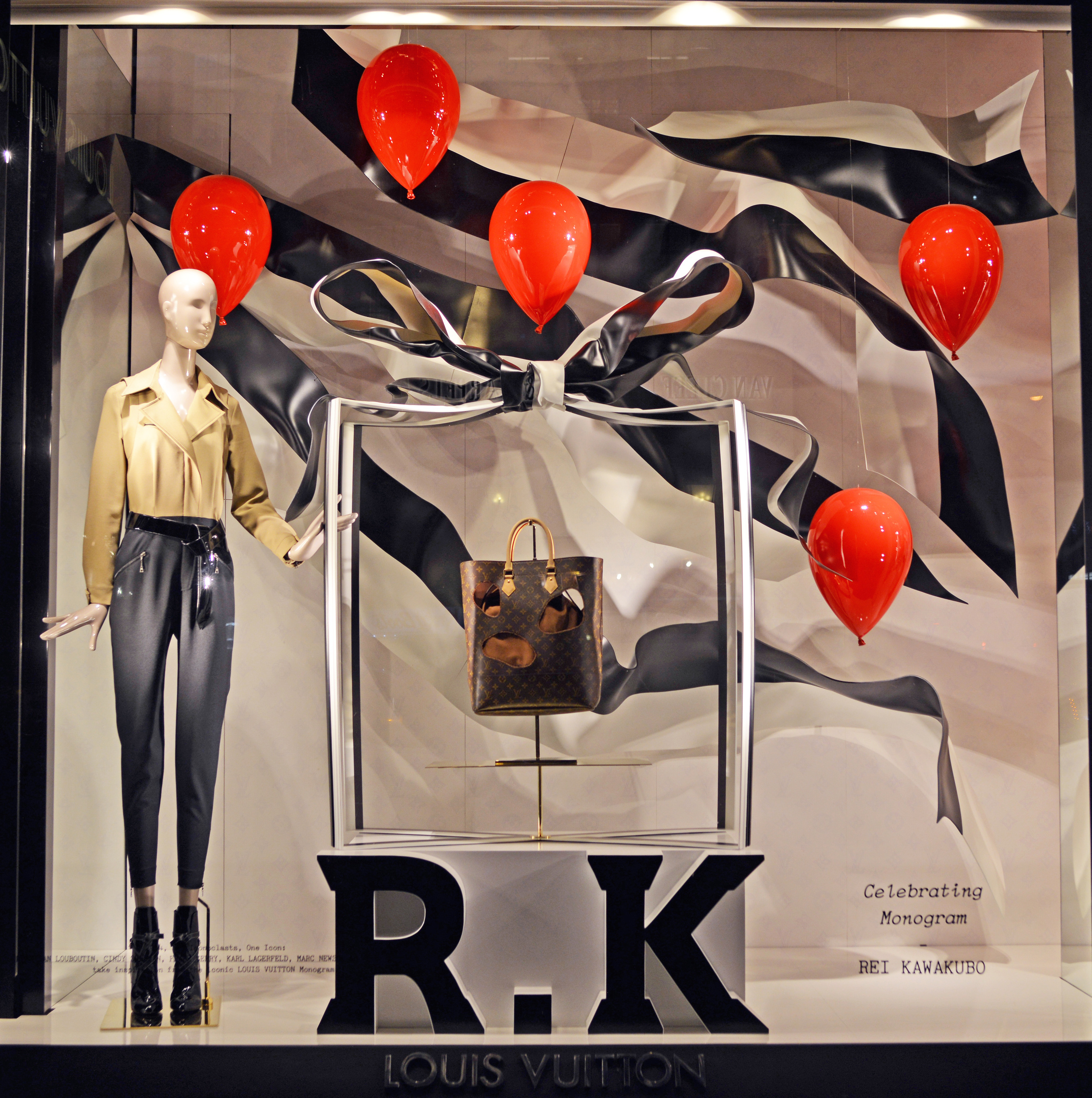 Window Display for Rei Kawakubo - Louis Vuitton