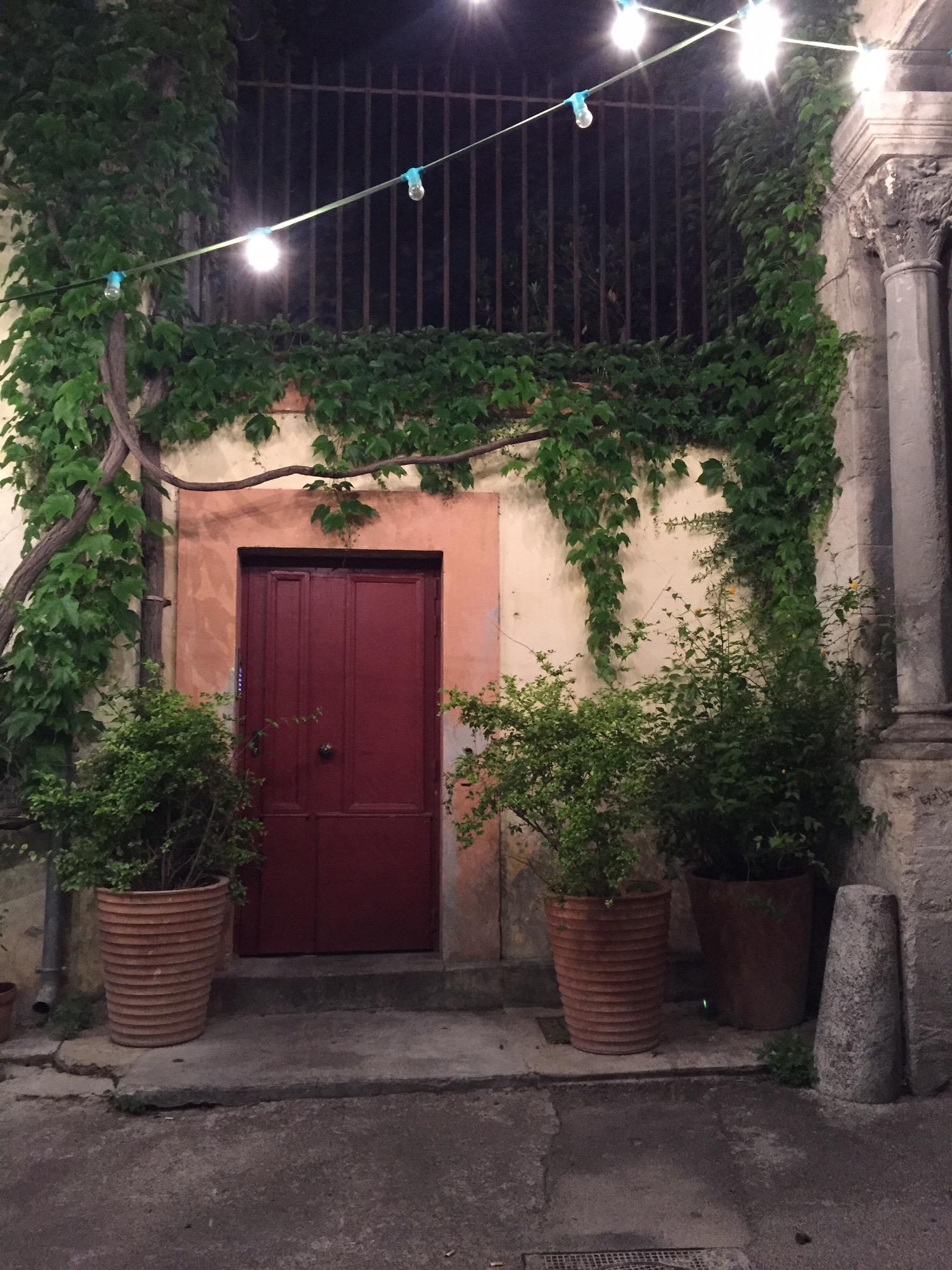 Hotel du Cloitre patio bar at night