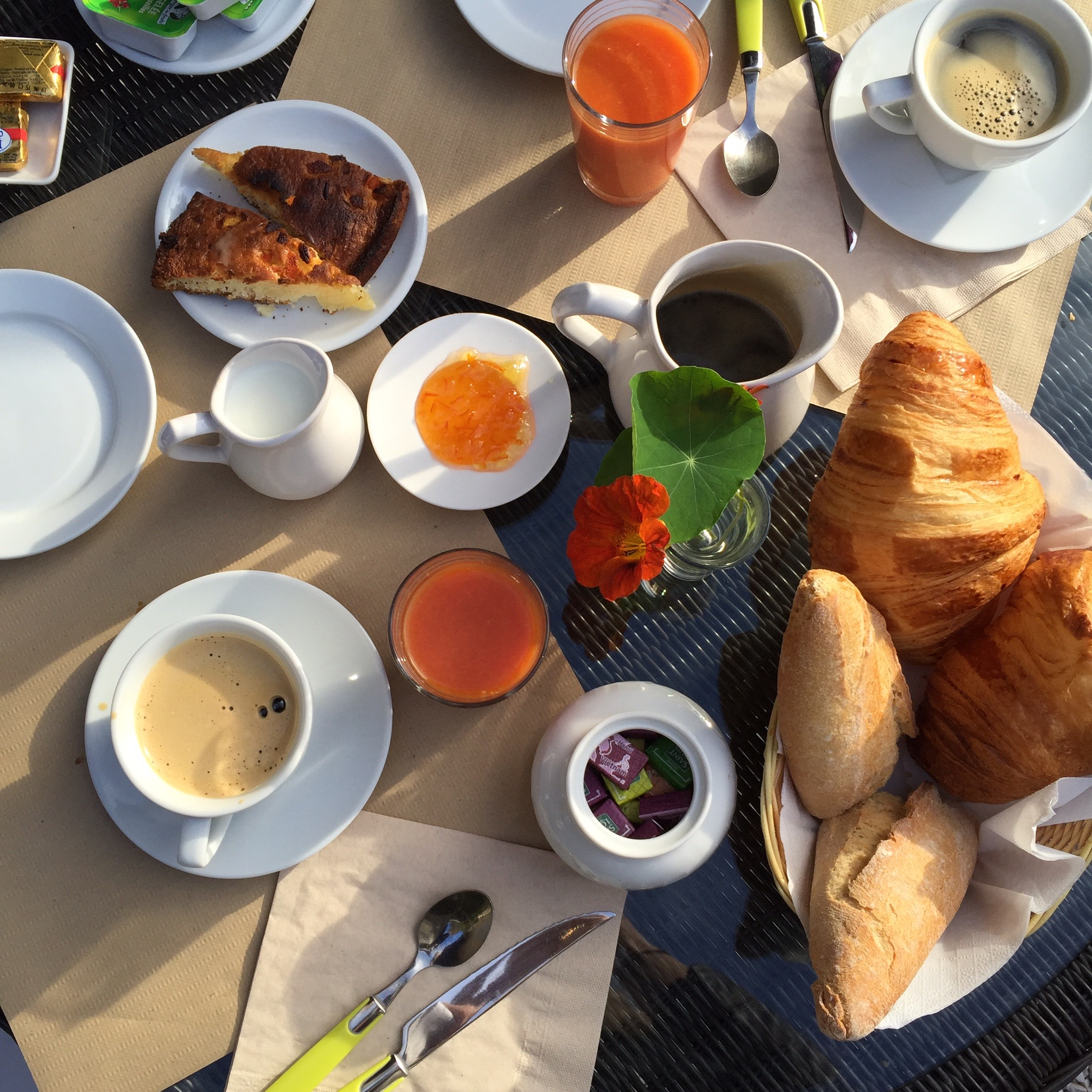 The continental breakfast spread | Photograph by Lauren L Caron © 2015