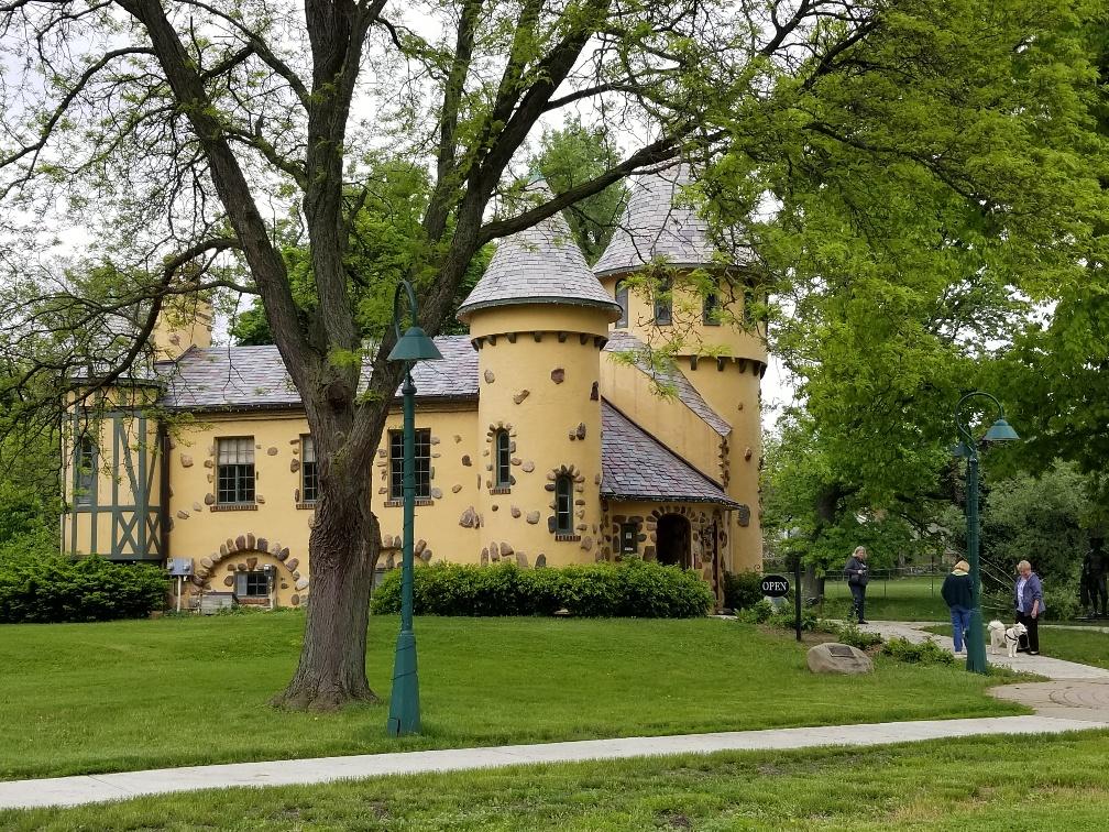 Applewood Estate & Curwood Castle Tour