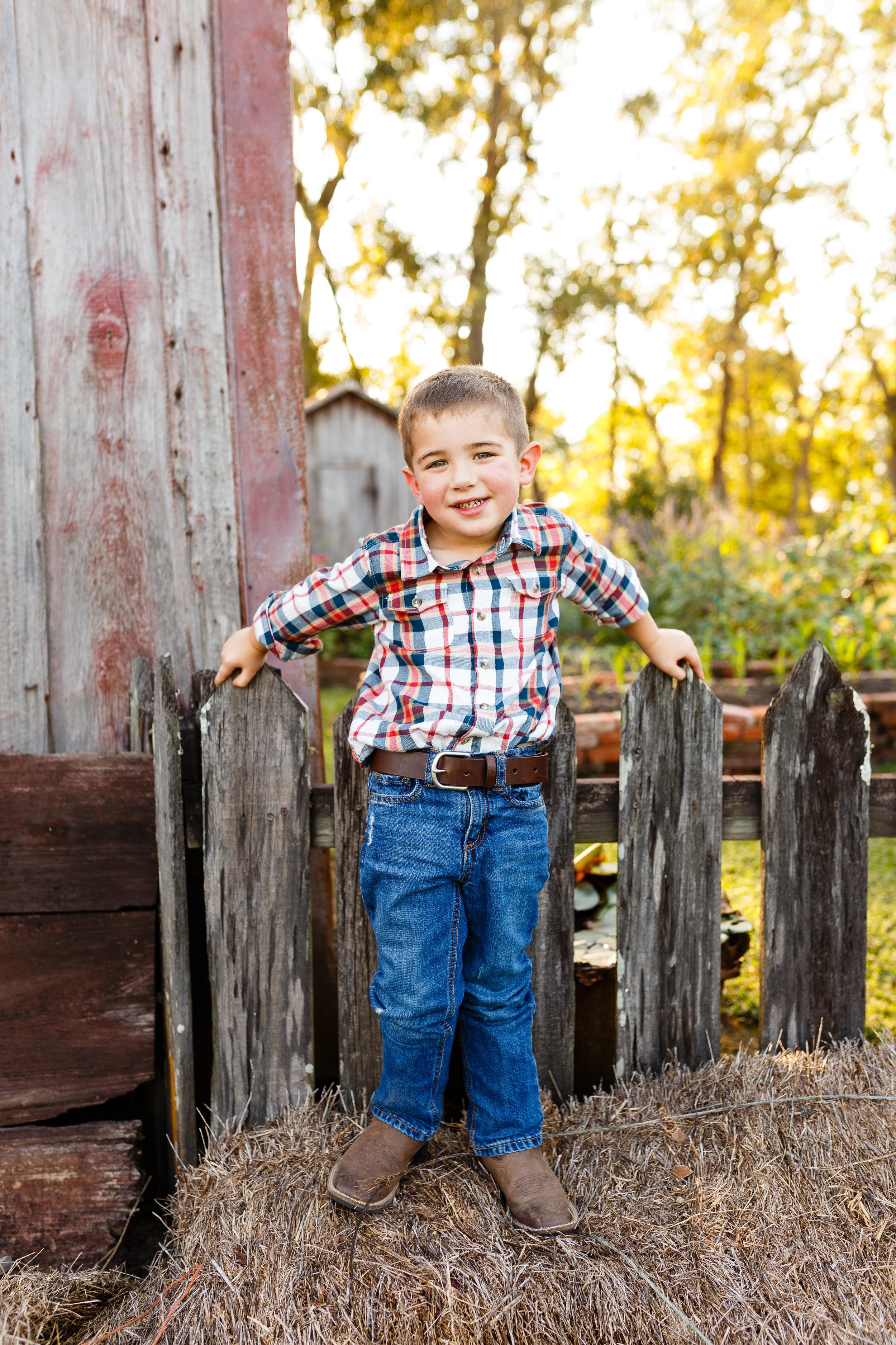 Family-child-portrait-lafayette-broussard-youngsville-photographer-13.jpg