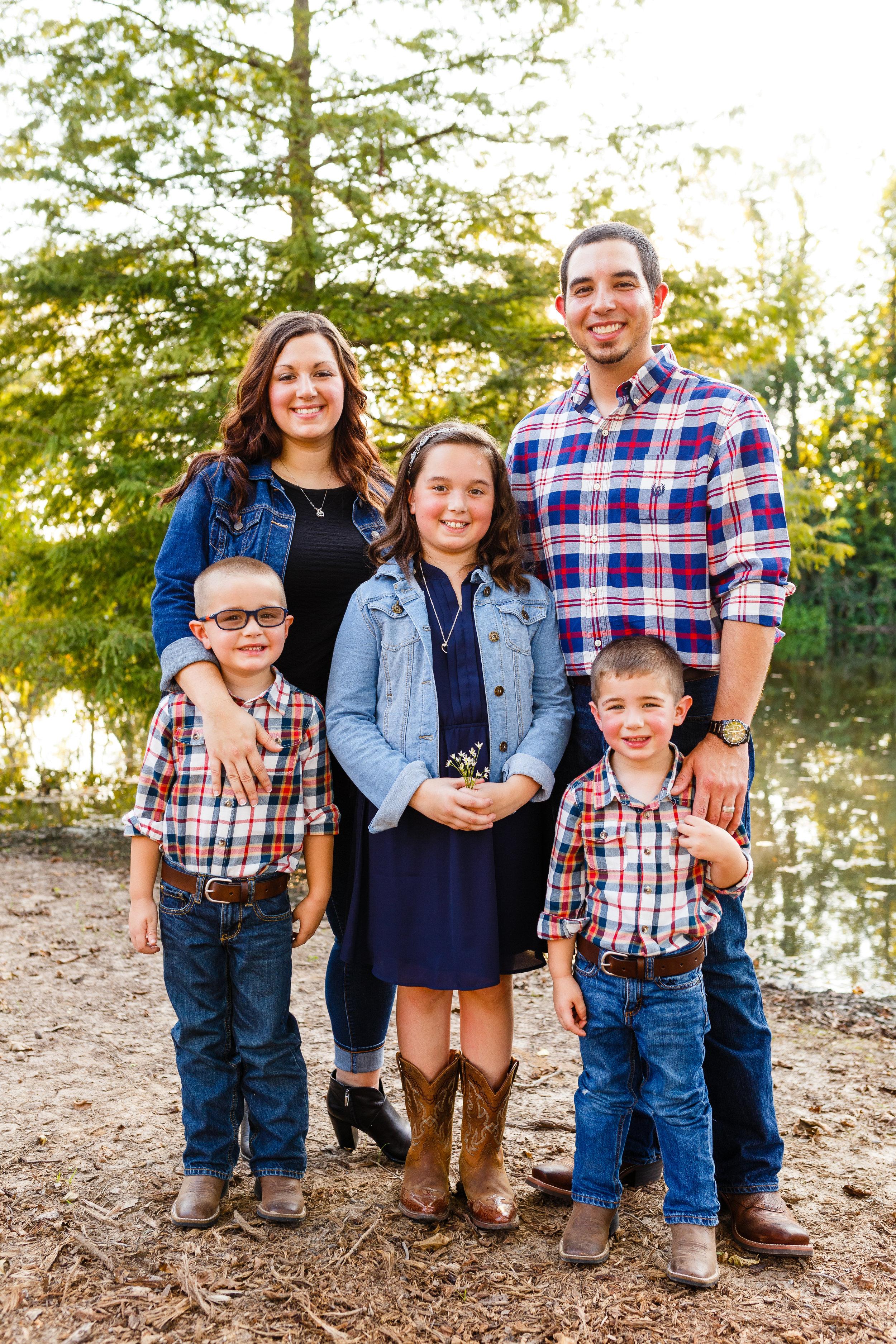Family-child-portrait-lafayette-broussard-youngsville-photographer-19.jpg