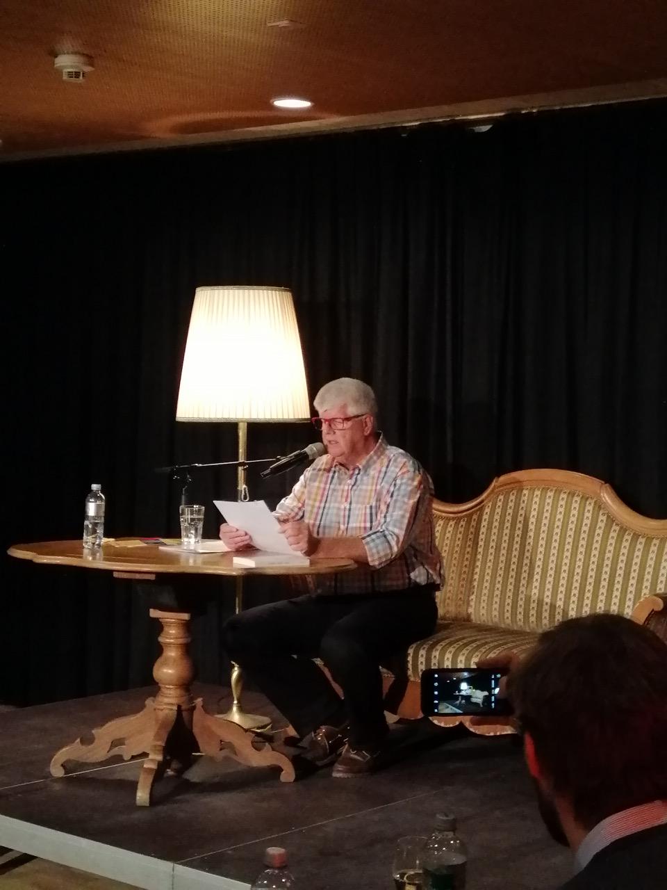 Autor Peter Zollinger am Edition Unik Café im Frühjahr 2019 in der Alten Kaserne (Foto: zvg.)