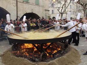 Giant Truffle Omelette, Place aux Herbes Uzès