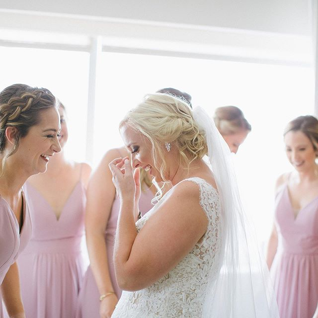 First looks with your gal pals is always a good idea ✨ sharing some of @kiknoo19 + Nick's big day in my stories!!