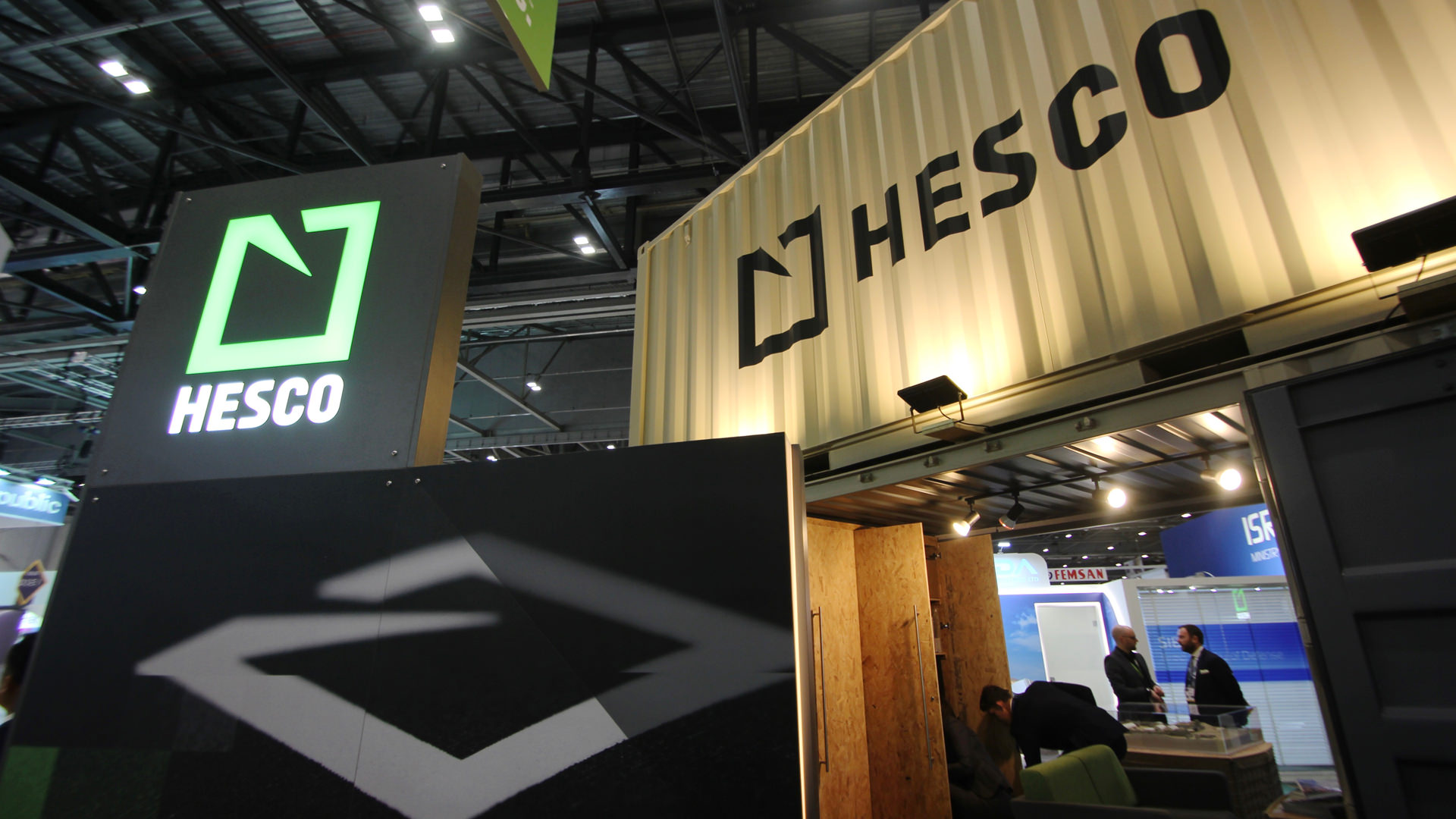shipping_container_exhibition_stand_03.jpg