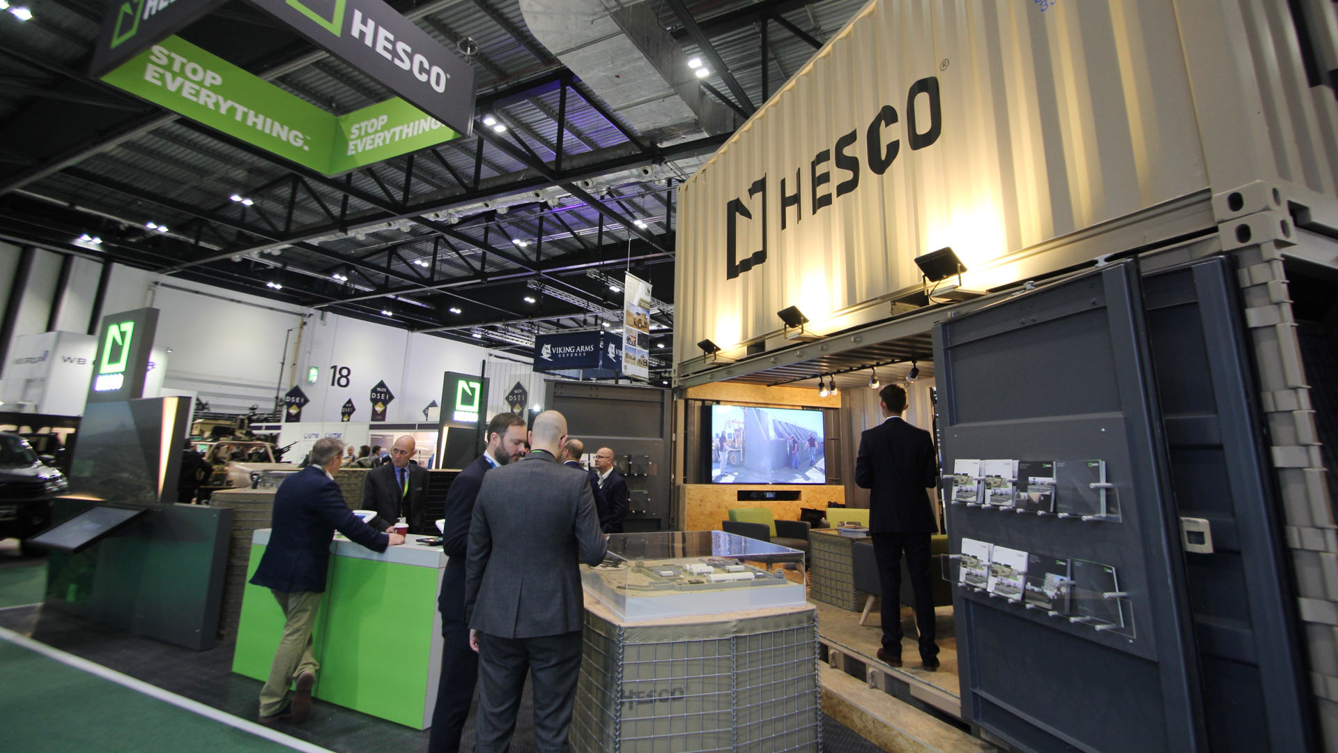 shipping_container_exhibition_stand_08.jpg