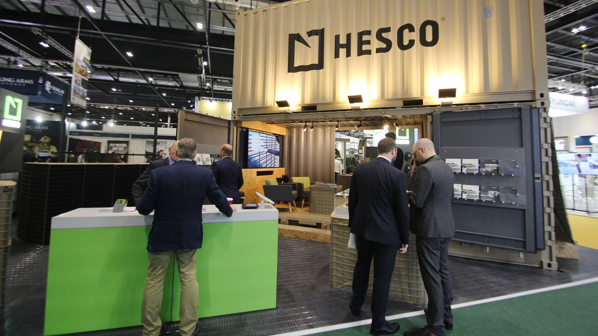 shipping_container_exhibition_stand_10.jpg
