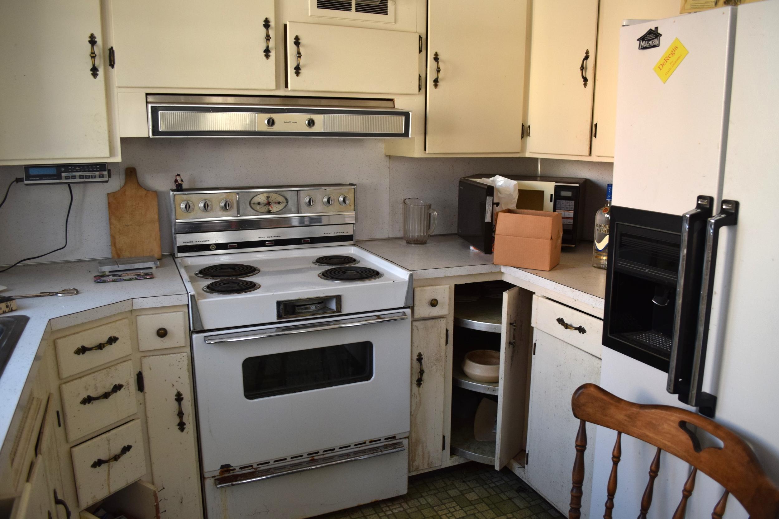 217 Austin - Kitchen 1 Before.JPG