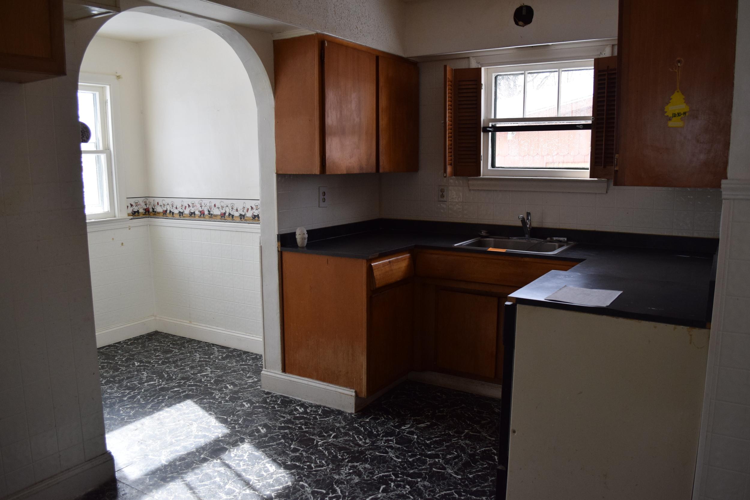 225 Pacific - Kitchen 1 Before.JPG