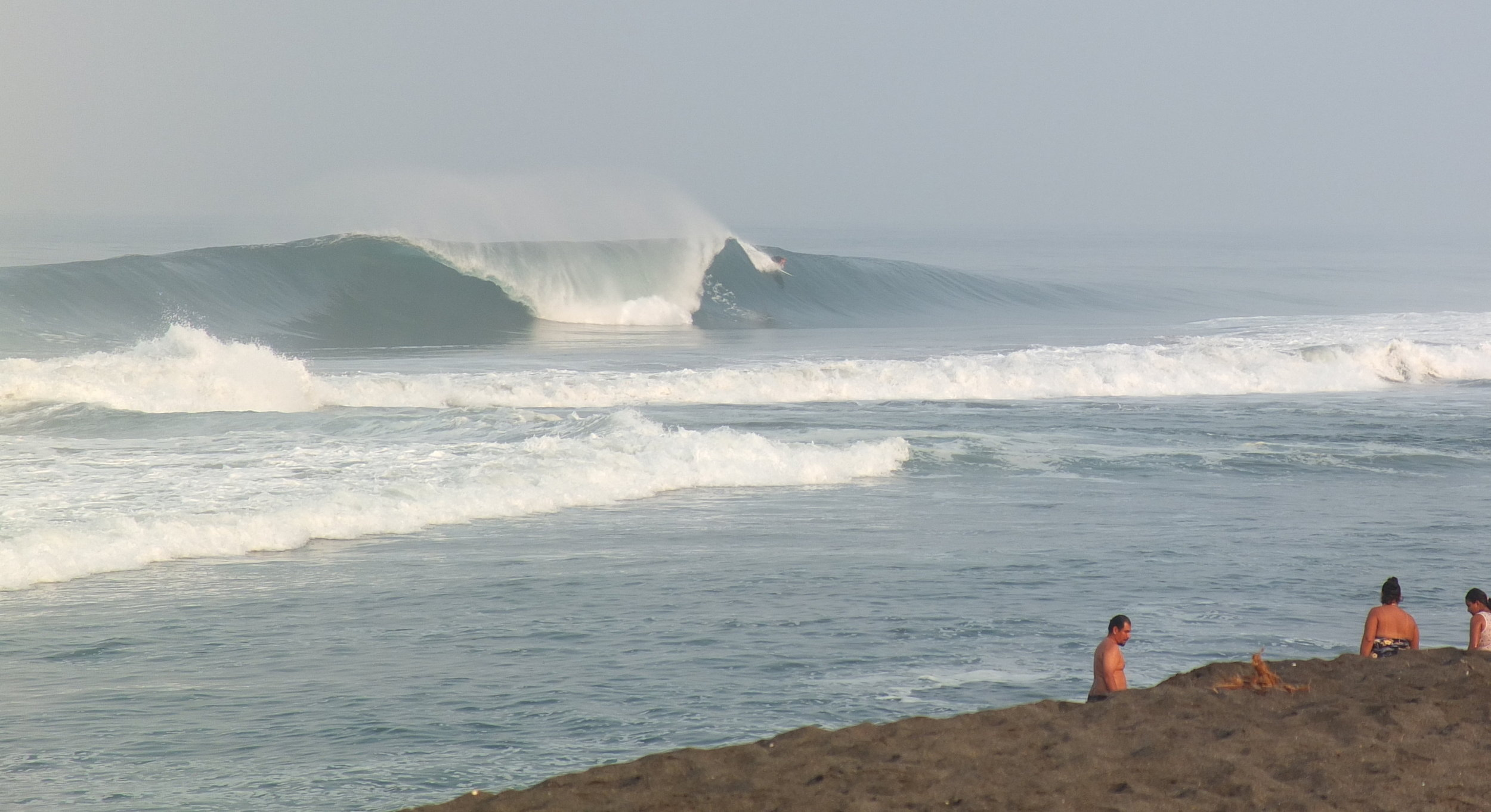Many surf Breaks to choose from. for the advanced, above, or for intermediate and beginners, below, are abound.