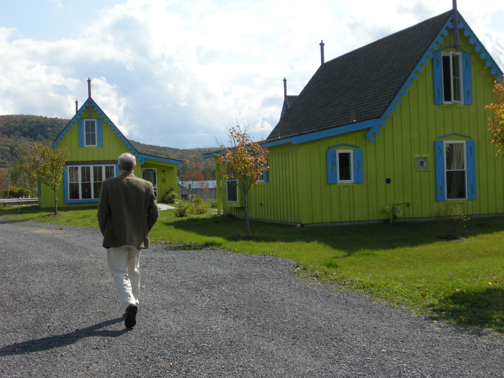 boiceville-cottages-green.jpg