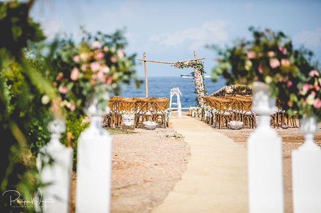 I love those seaview venues! #huwelijk #verloofd #huwelijksfotograaf #weddingphotographer #weddingphotography #destinationwedding #destinationweddingphotographer #ocean #bluewater #canon #weddingdress #weddingring #sayyes #bruidsmagazine #elopement #elopementphotographer #ibiza #ibizawedding #laescolleraibiza #mywed #mywedding #beautifuldestinations #weddingflowers #weddingplanner #trouweninhetbuitenland