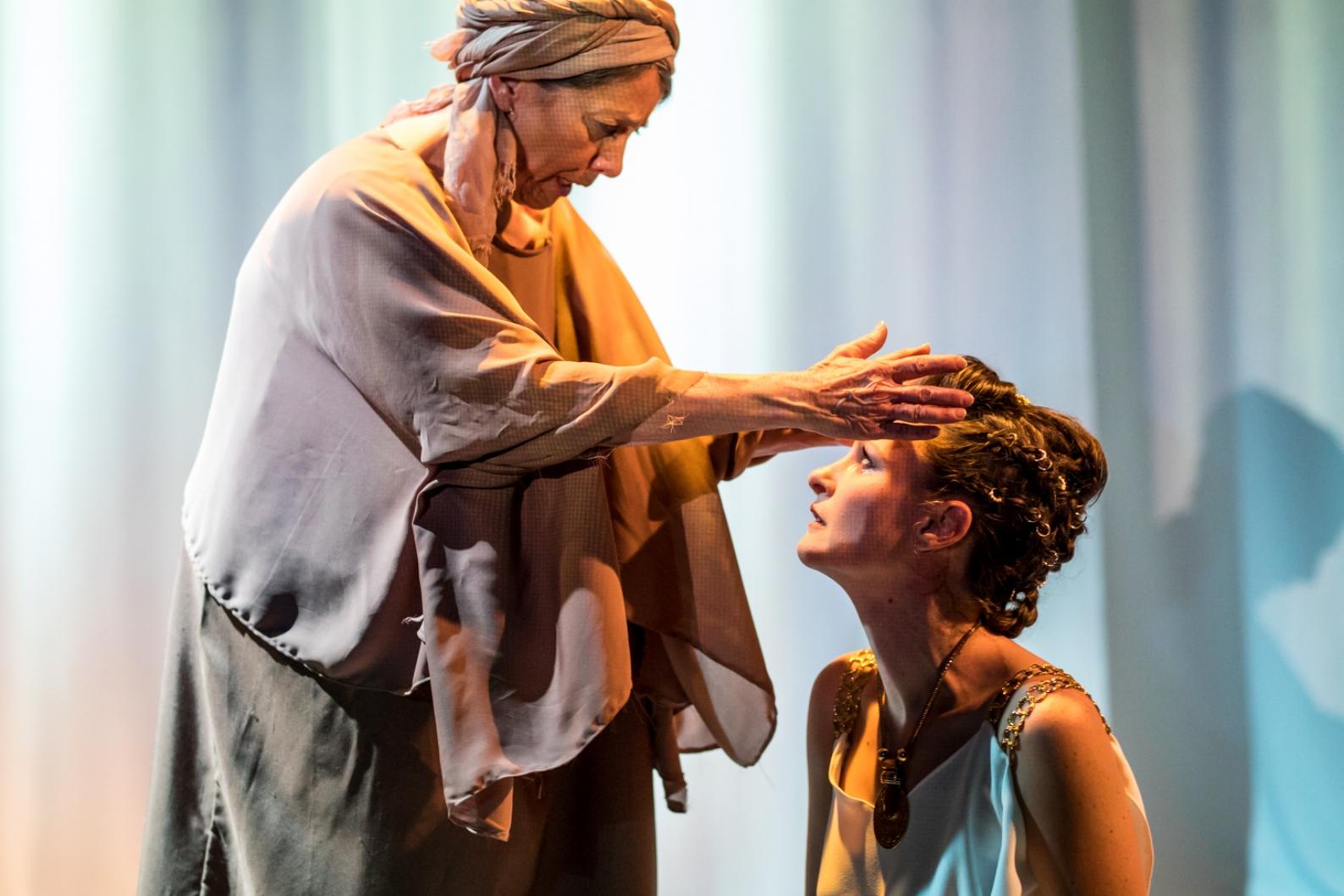Ellen Fiske (Nurse), Leah Gabriel (Medea)