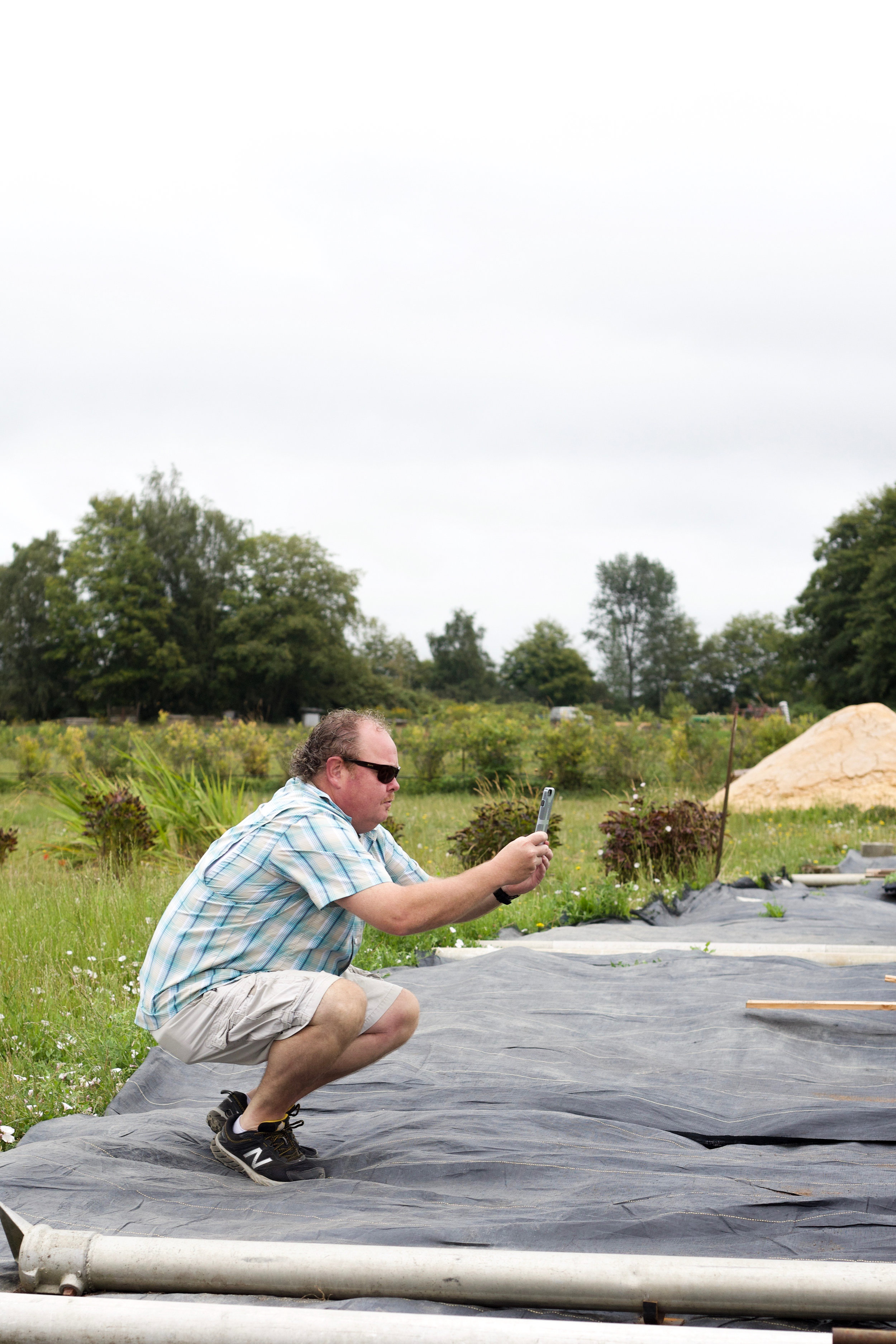 Head chef Dave Miller admires Hedlin's agricultural practices.