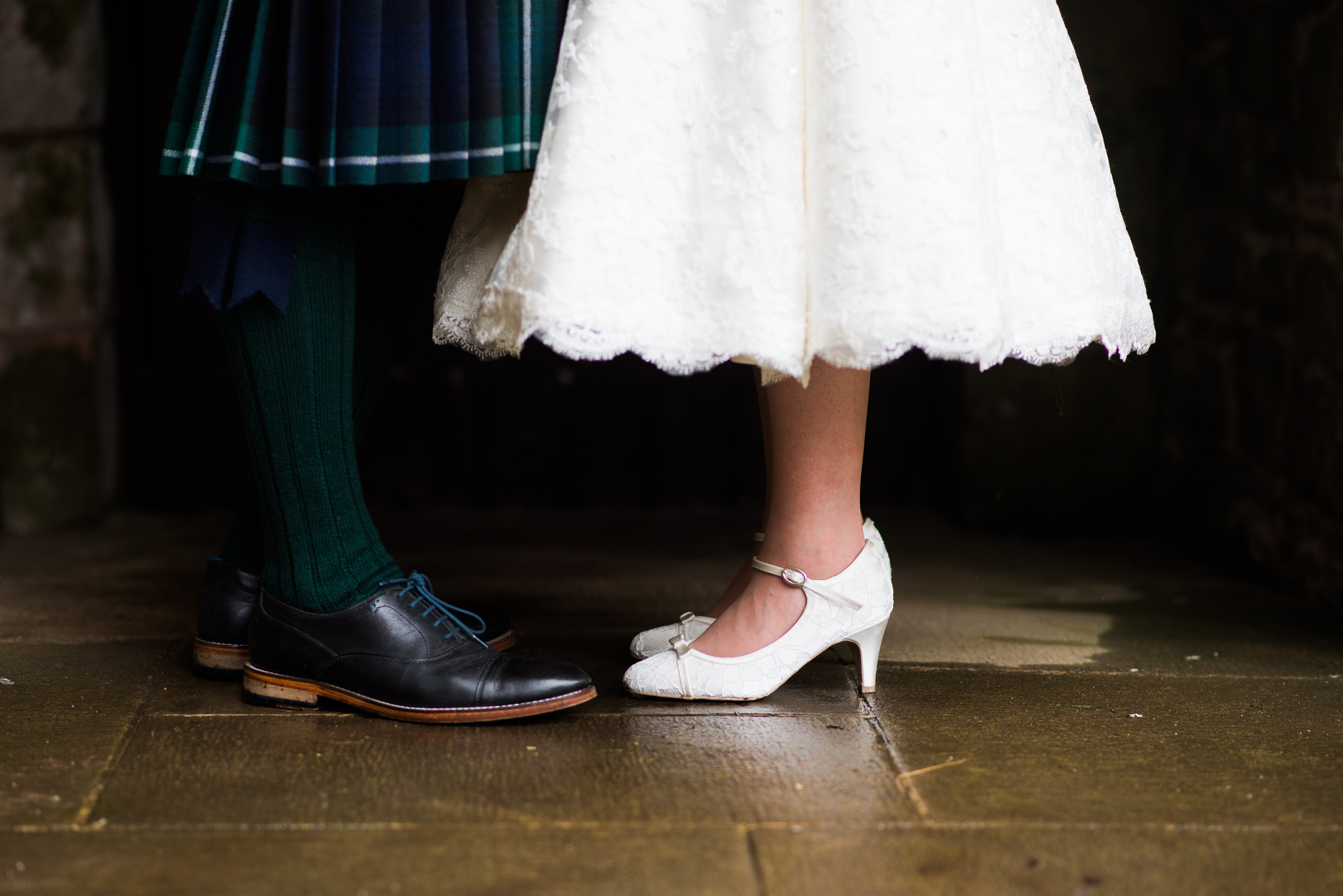 Wedding couple at Doune Castle