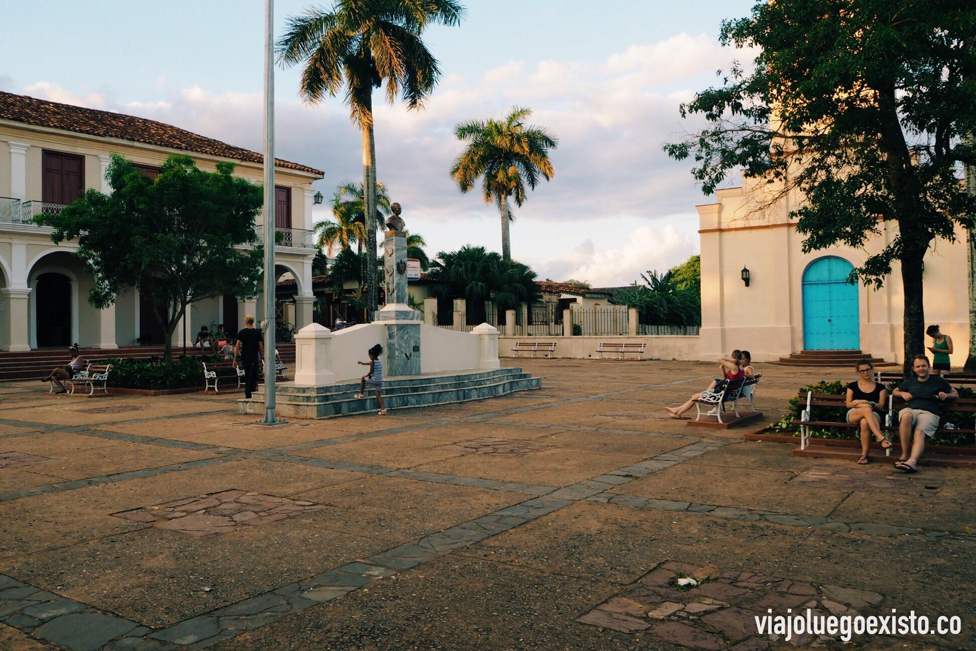 Plaza principal de Viñales, donde se concentra gran parte de la vida del pueblo.