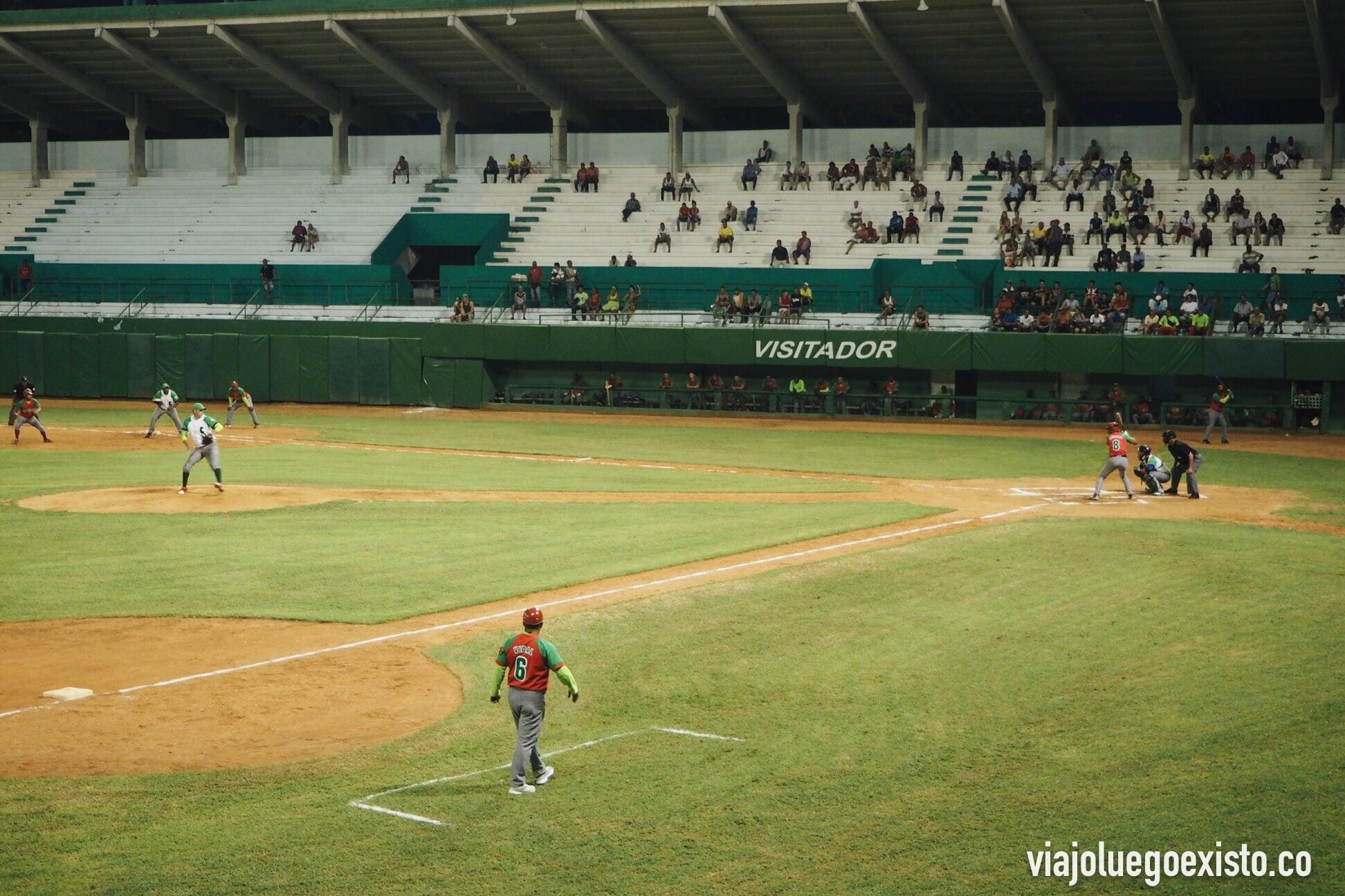 Partido de béisbol de la liga nacional, nos lo pasamos genial apoyando a Los Elefantes.