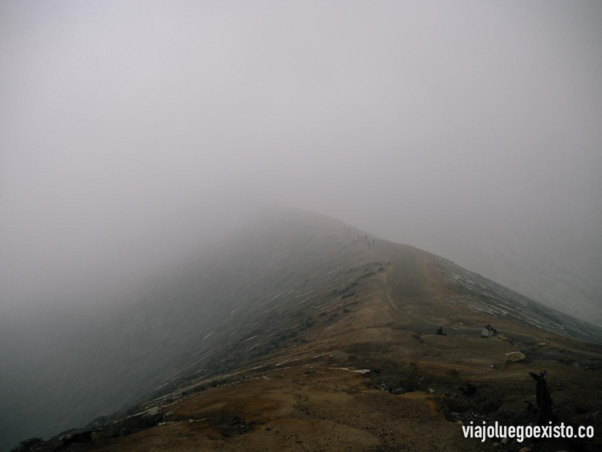 Niebla en la cima del Ijen