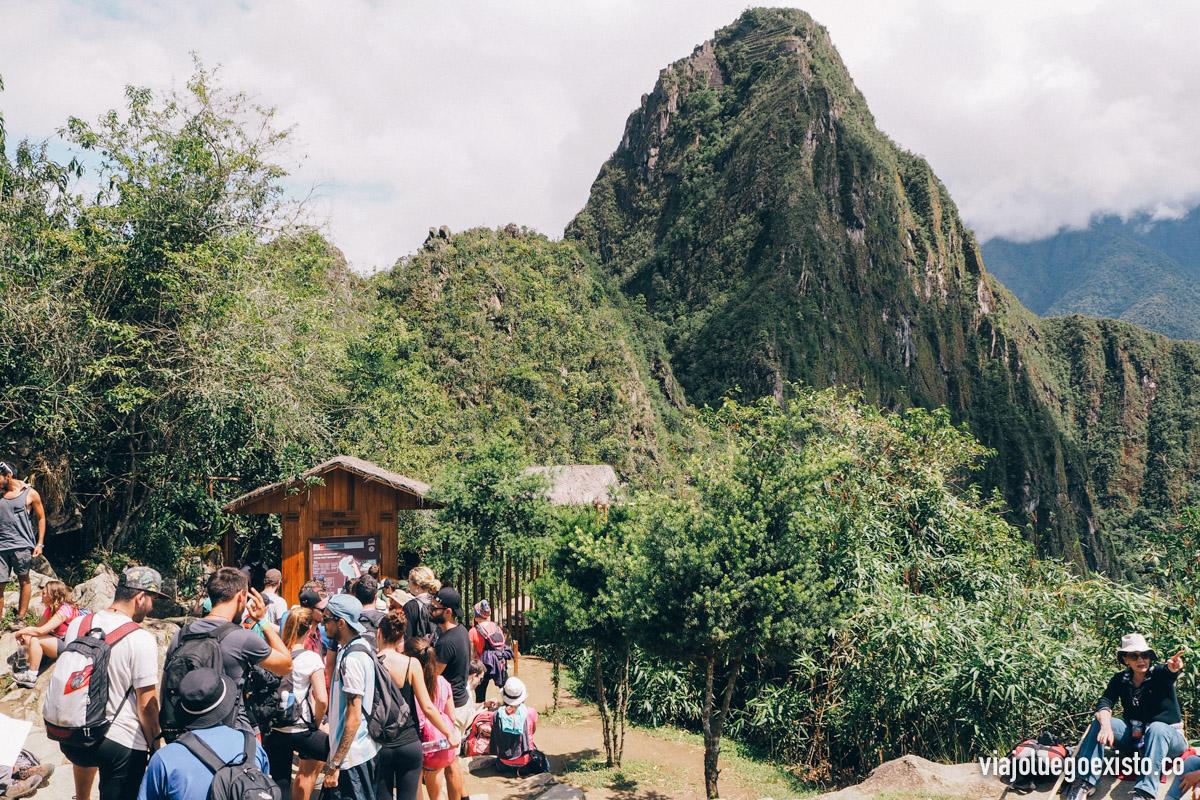 Gente esperando para subir al Waynapicchu