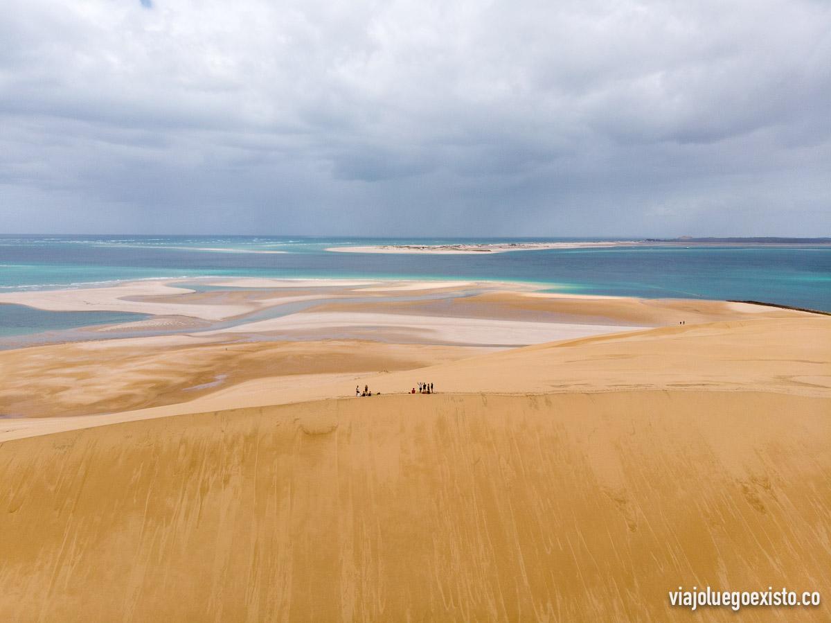Vista de la enorme duna a la que nos subimos en Bazaruto