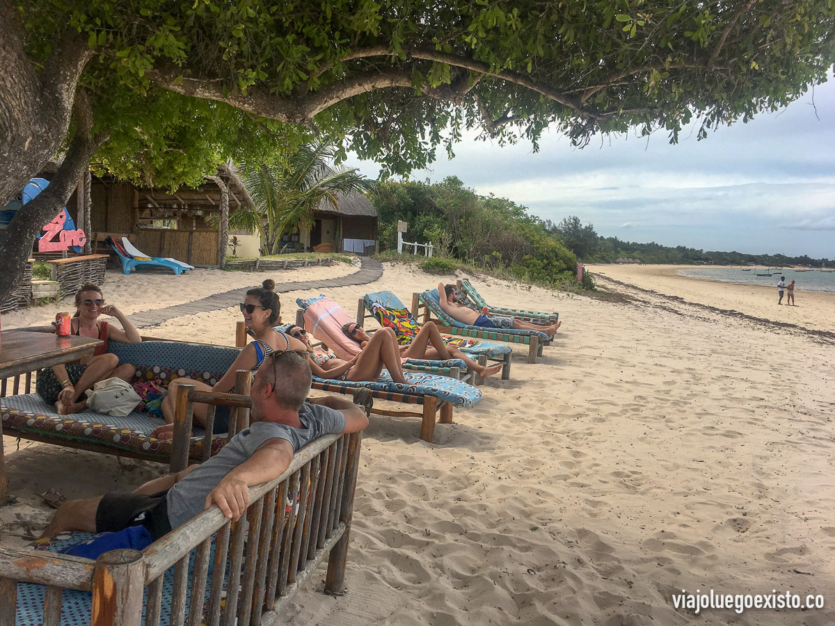 Después de comer puedes descansar en las tumbonas, así que es ideal para pasar un día de relax