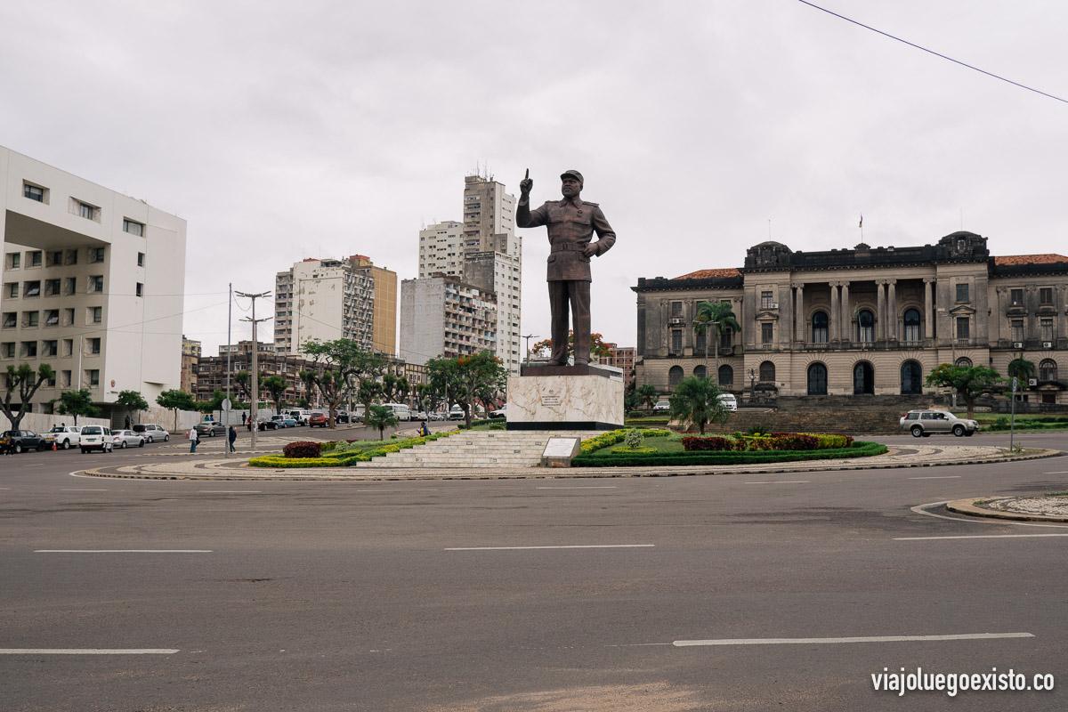Plaza de la Independencia con la estatua de Samora Machel, primer presidente de Mozambique después de la independencia