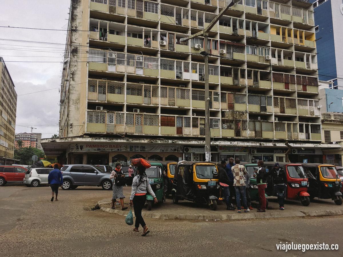 Uno de los muchos edificios decadentes de Maputo