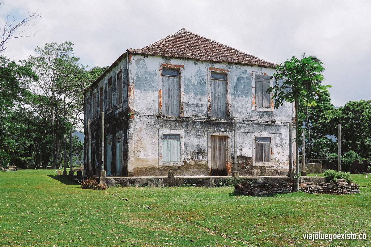 Antiguo edificio colonial en Terrero Velho, en la isla de Príncipe