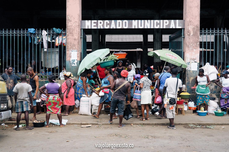 Mercado Municipal de Santo Tomé, un hervidero de vida local.