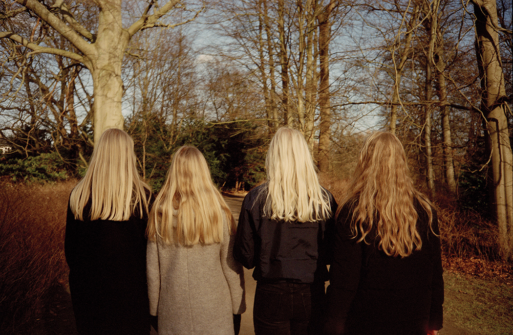 A mom and her three daughters. Frederiksberg Have, 2015.