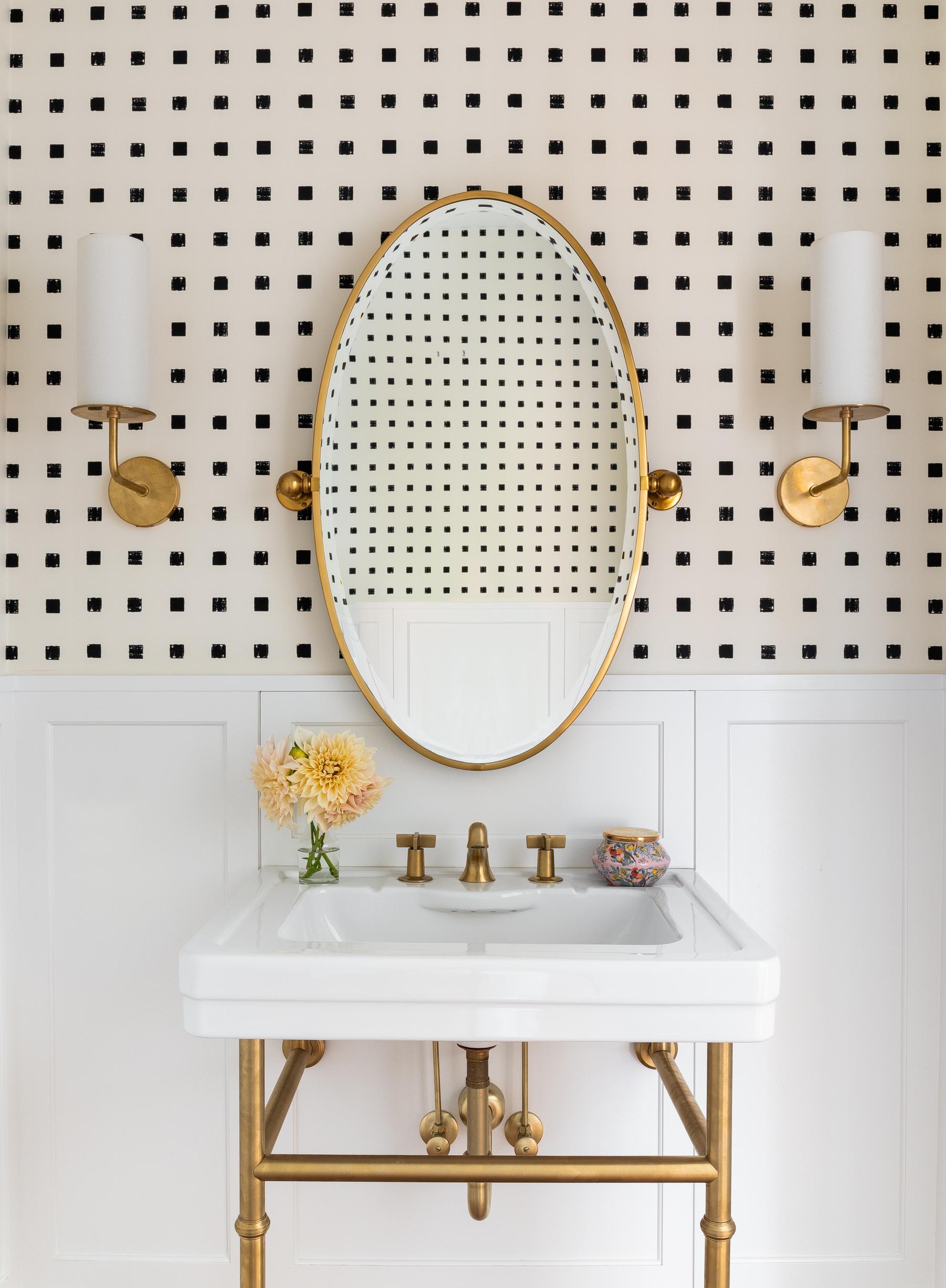 Casework_Montlake_Bathroom_01a.jpg