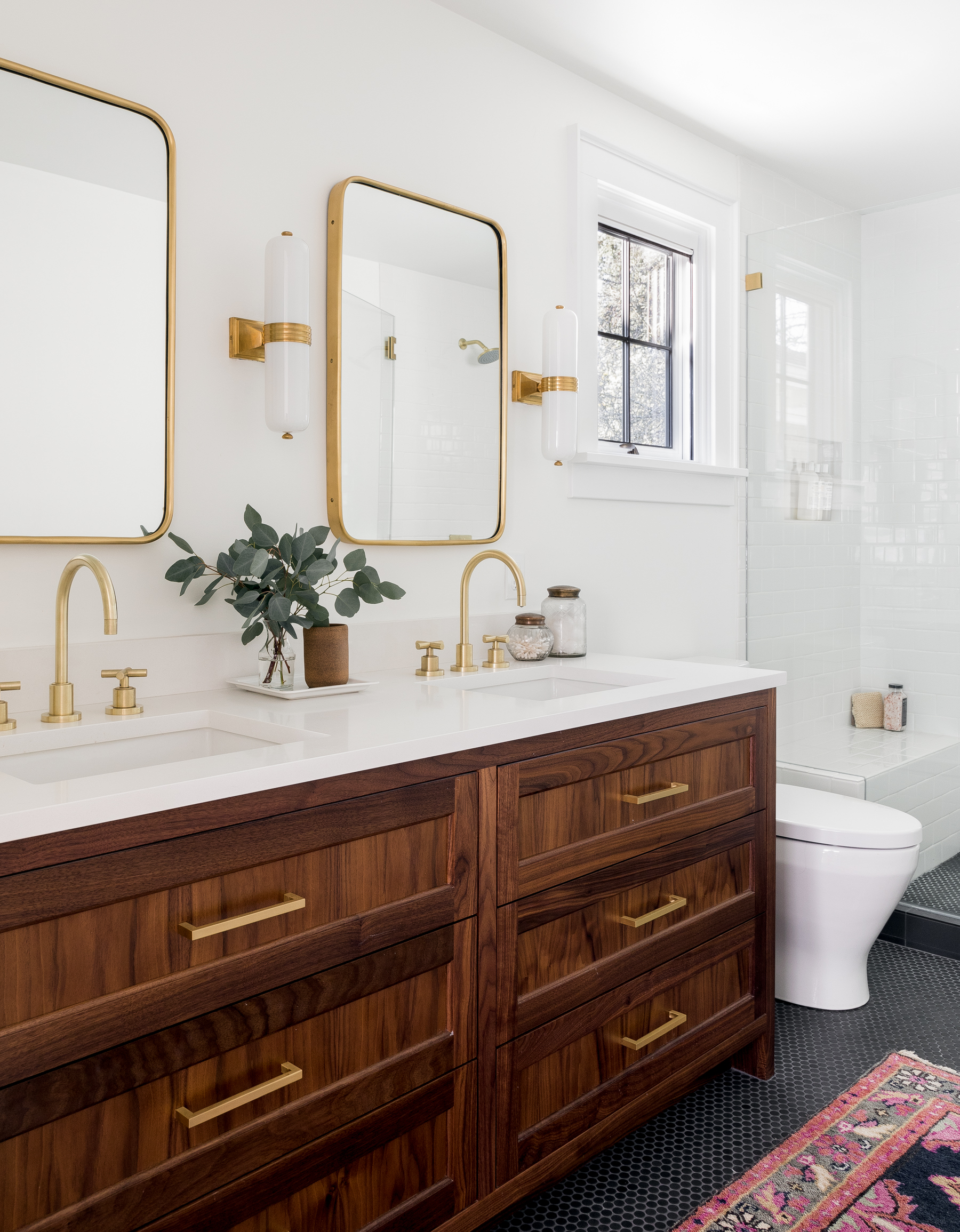 Casework_Montlake_Bathroom_02.jpg