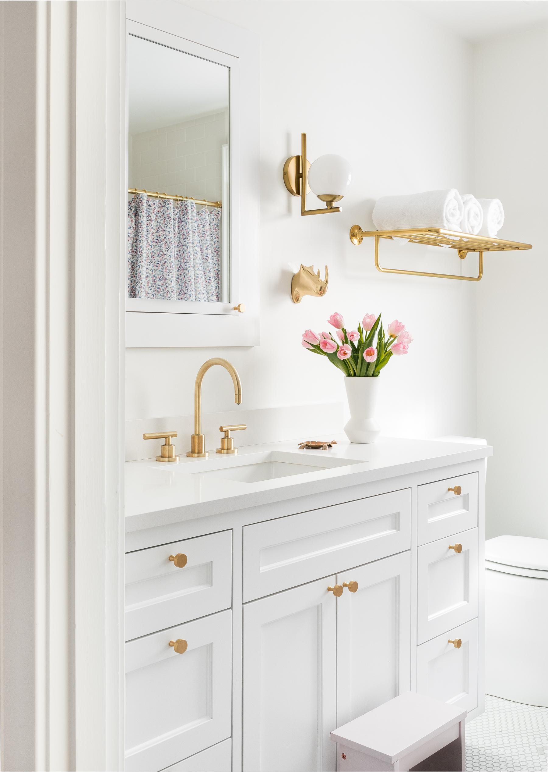 Casework_Montlake_Bathroom_03.jpg