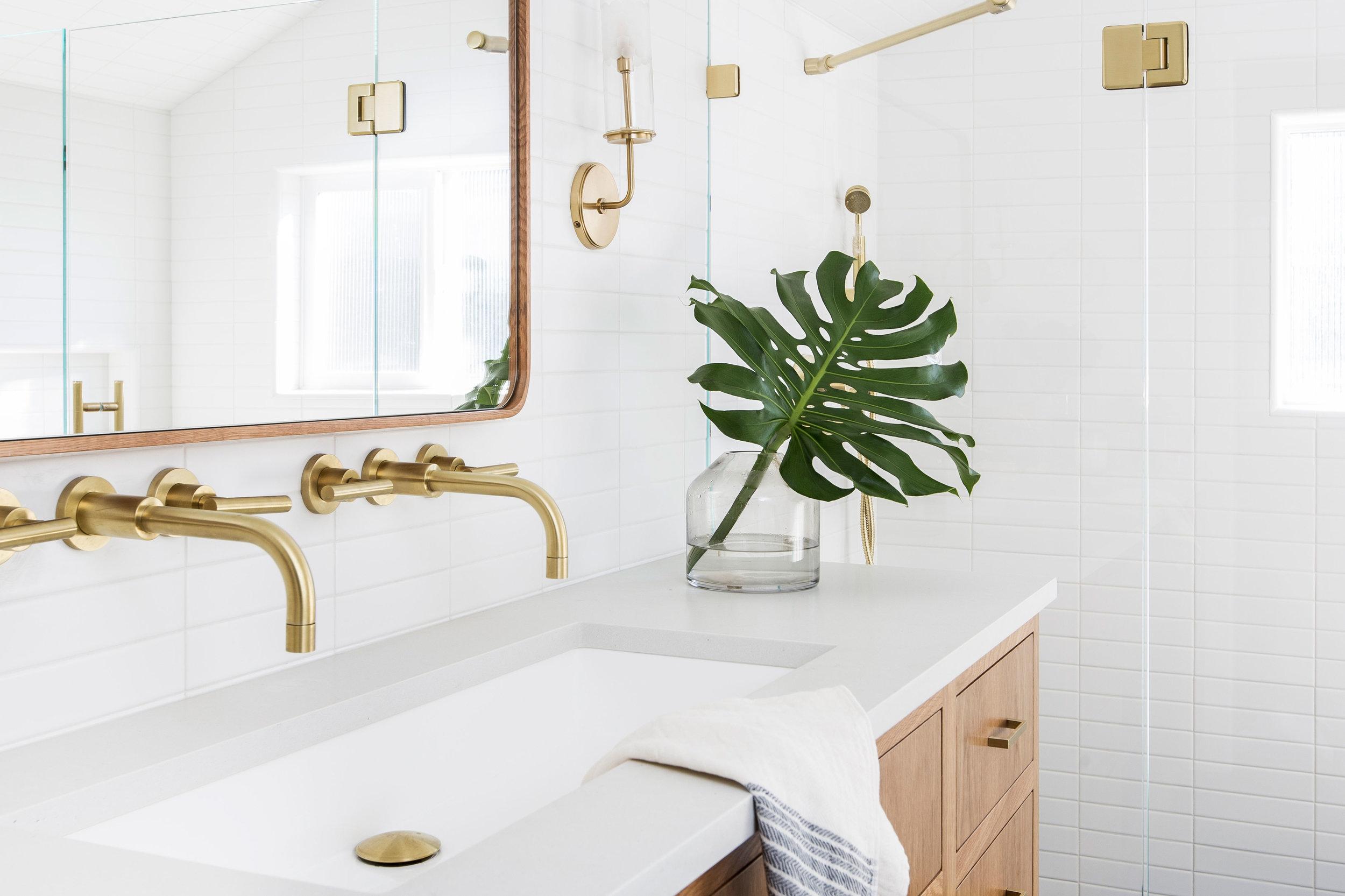 Casework_Wallingford_Master Bathroom_03.jpg