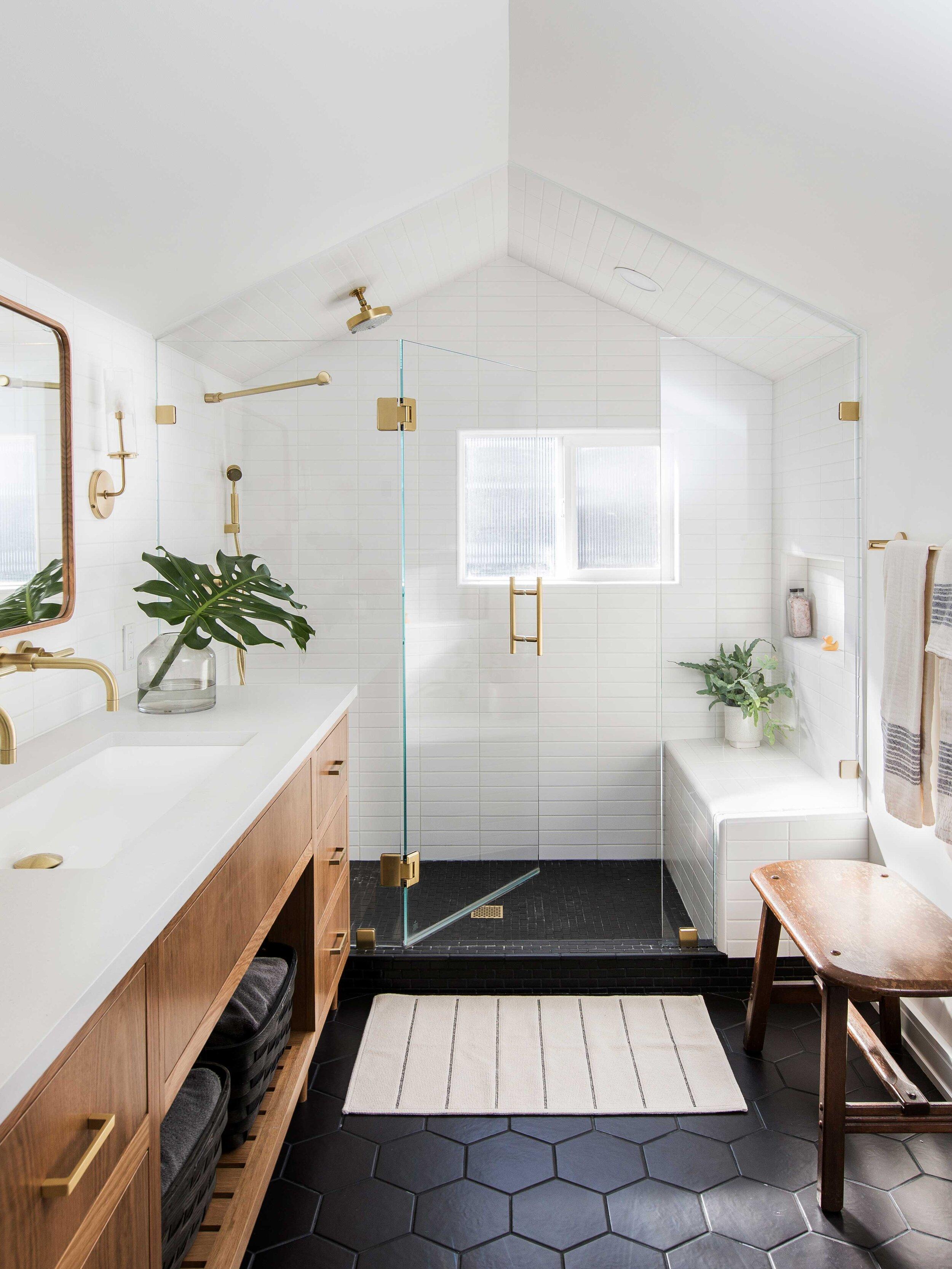 Casework_Wallingford_Master Bathroom_01.jpg