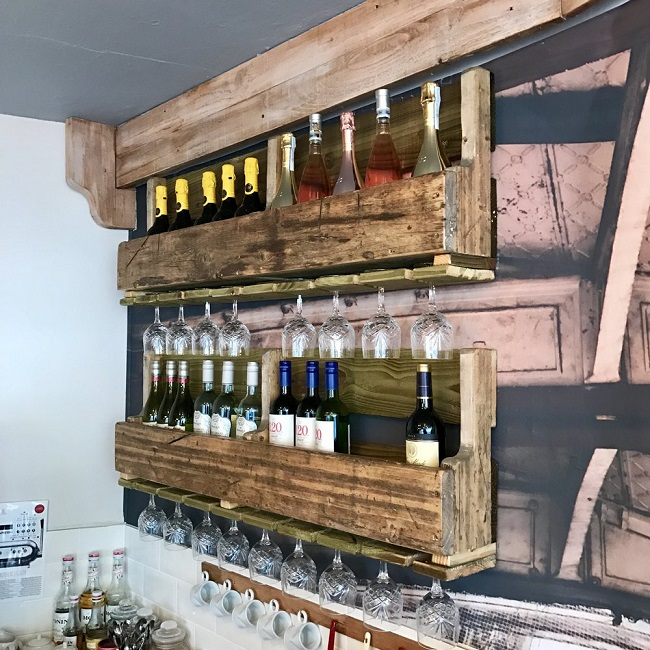The perfect way to upcycle pallets/scaffold board for storage and display.
