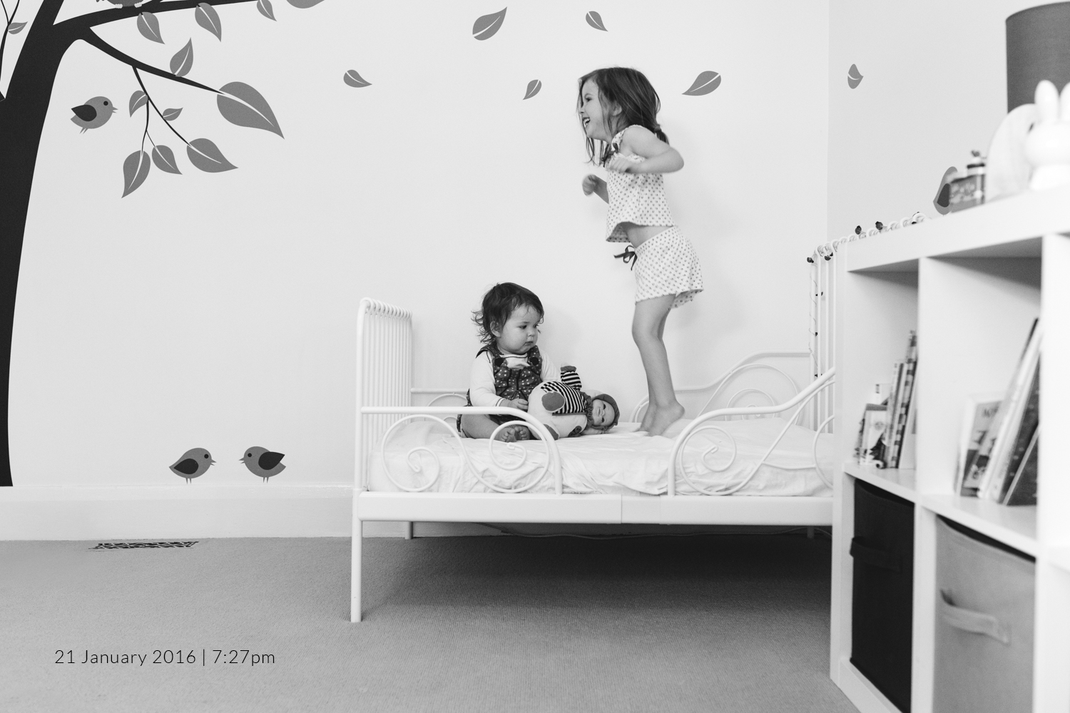 girls-jumping-on-bed-child-photography-photo-a-day-project-day-16.jpg