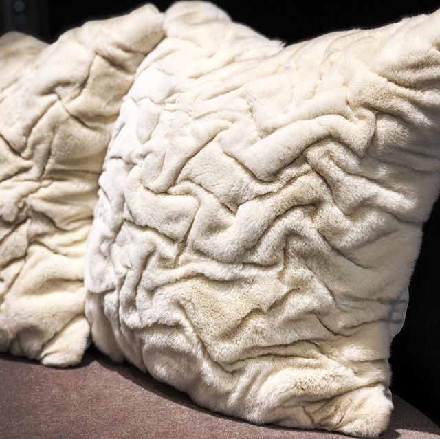 Fur pillows @hollyhuntdesign by ADRI reminded me of the softest #sharpei ever! #thetextileeye #neocon2019 #neocon_shows #fur #texture #adricollection #textiledesign
