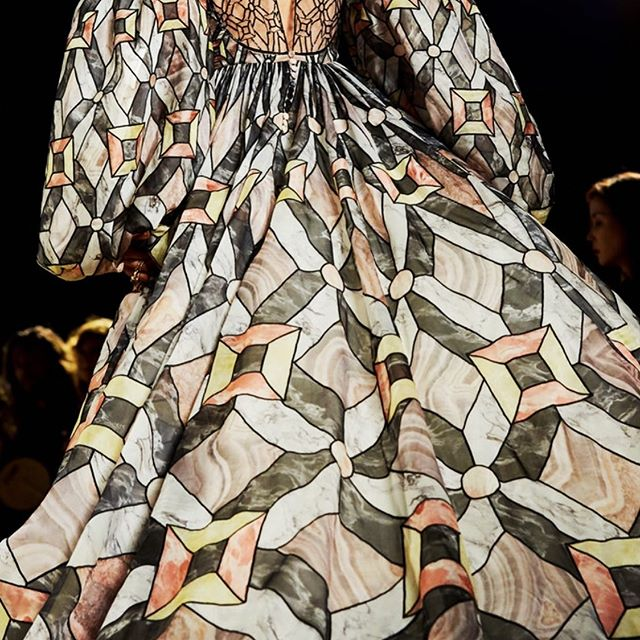 In love with this stunning pattern from the Fendi fall 2019 couture presentation. Photo by @mollysjlowe for @nytimesfashion #thetextileeye #marbleized #textiledesign #couture #fendicouture @fendi