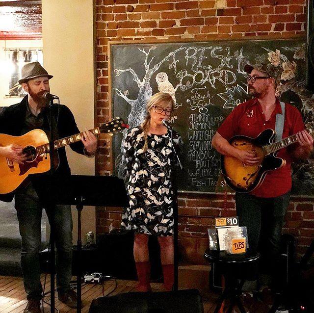 Thanks to all who hung out with us at @irish.rose.saloon last night! 📸 by @jessefoxrfd . . #irishrosesaloon #starliteradio #folkrock #americana #livemusicrockford #rockfordil