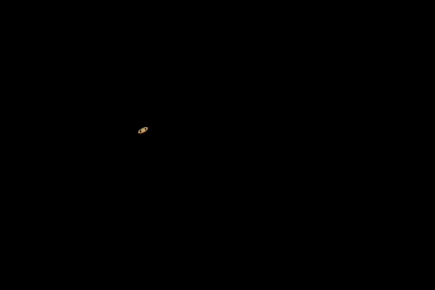 Saturn, single shot!    1/250 s - ISO 1600 - @ 1920 mm - EOS 1200D + Dobson SkyWatcher 250/1200 f/5 - Mac OS + Canon DPP 4 - 2000x1333 px. Domagnano, Rep. of San Marino, 07 August 2015.