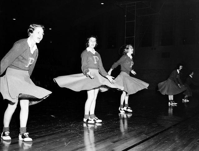 vintagecheerleaders.jpg
