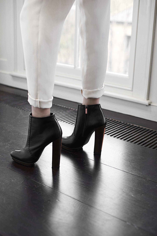 arch black shoe.jpg