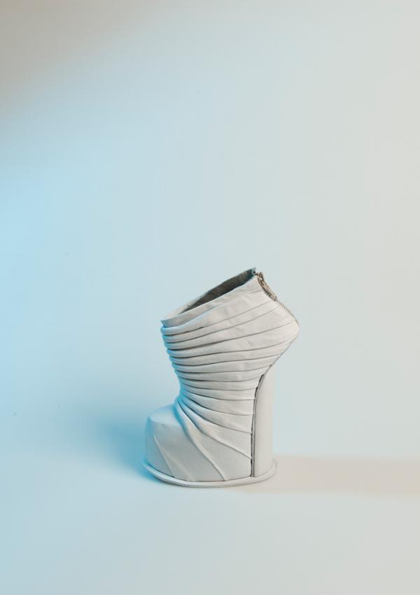 Gravity | Nienke Van Dee