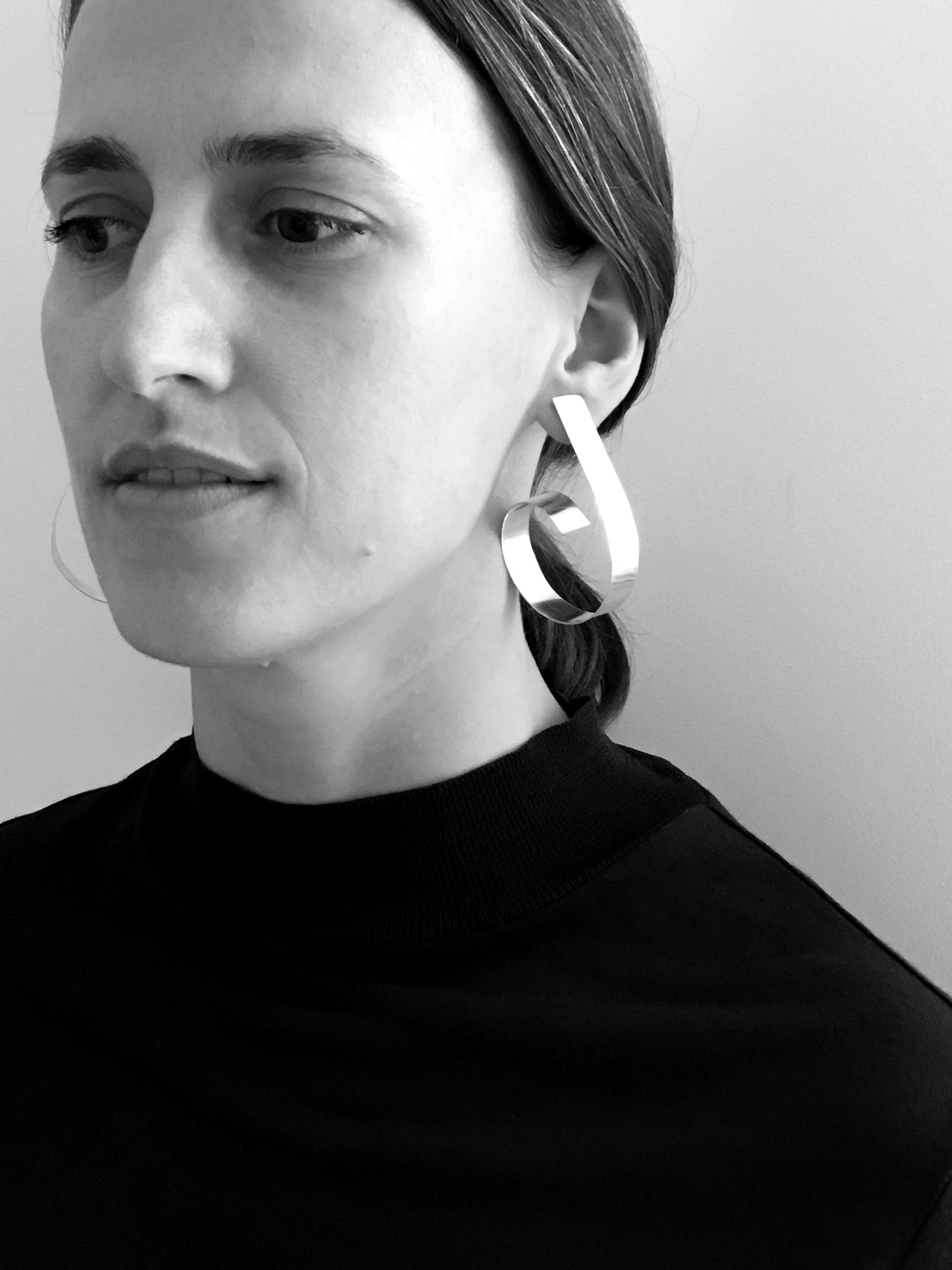 LOOPING earring by Sara Robertsson on Fatima 01.jpg