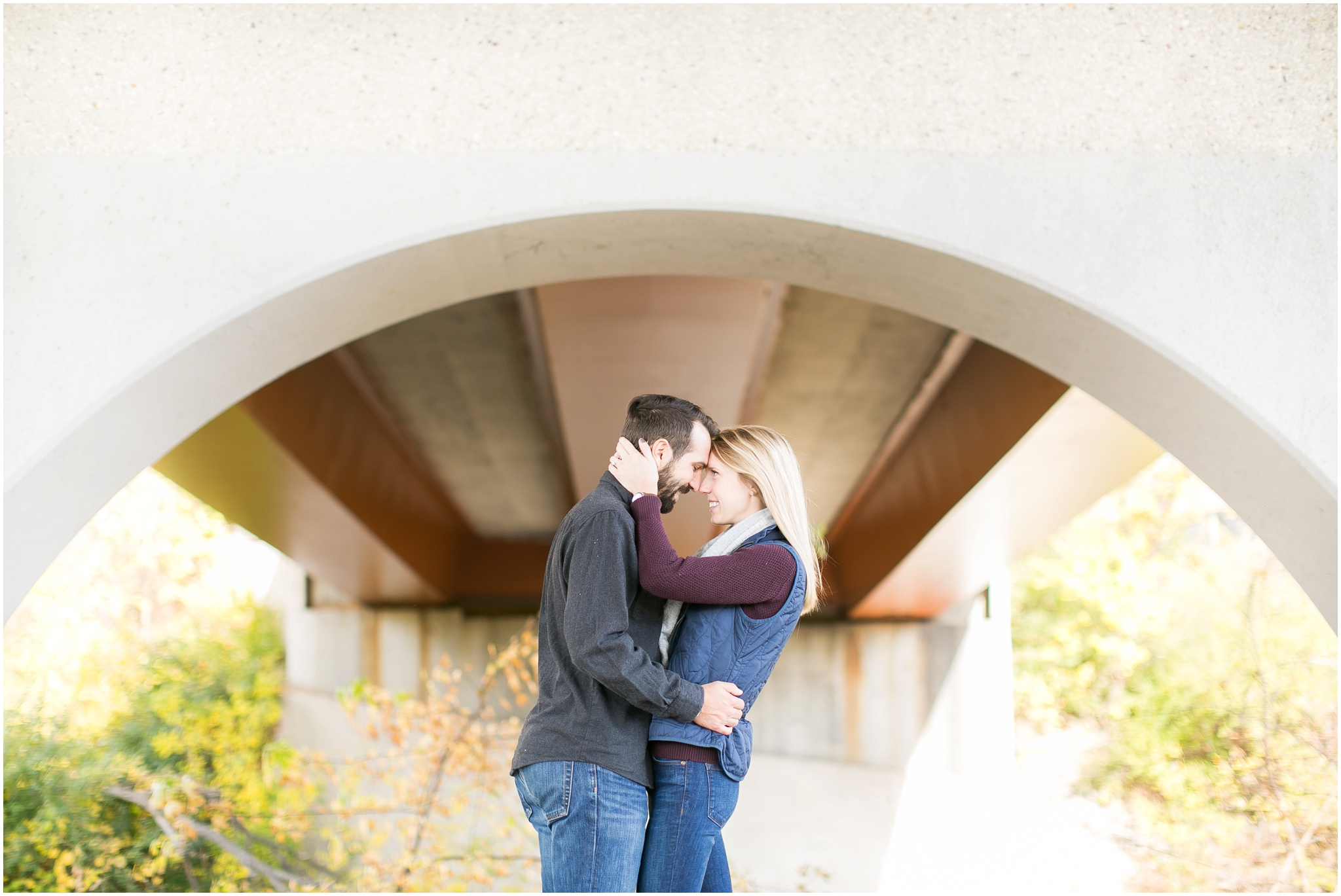 Milwaukee_Wisconsin_Fall_Engagement_Session_0029.jpg