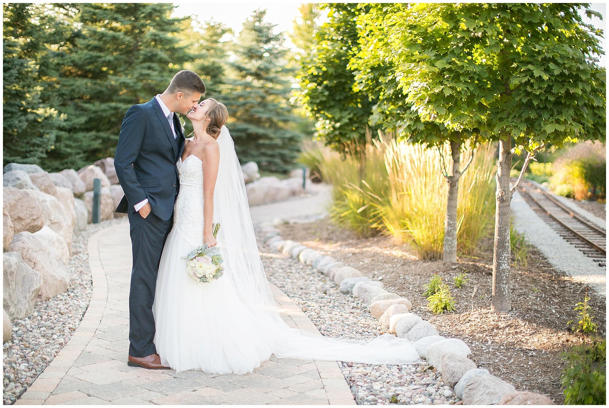 Madison_Wisconsin_Wedding_Photographers_0105.jpg