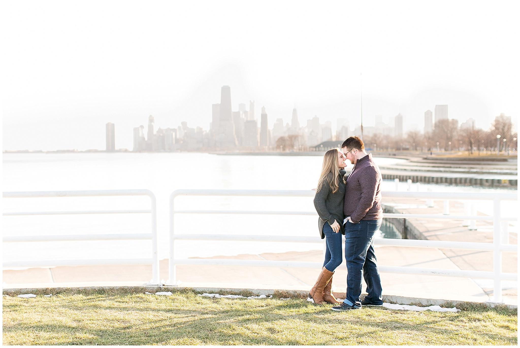 Chicago_Engagement_and_wedding_photographer_chicago_skyline_0963.jpg